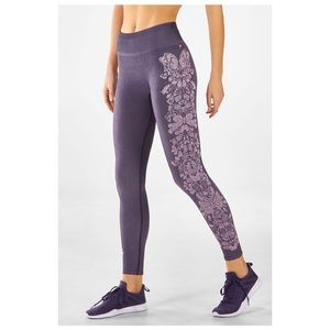 Fabletics Mid-Rise Seamless Butterfly 7/8 Medium